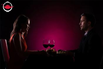 黑暗中的約會晚宴